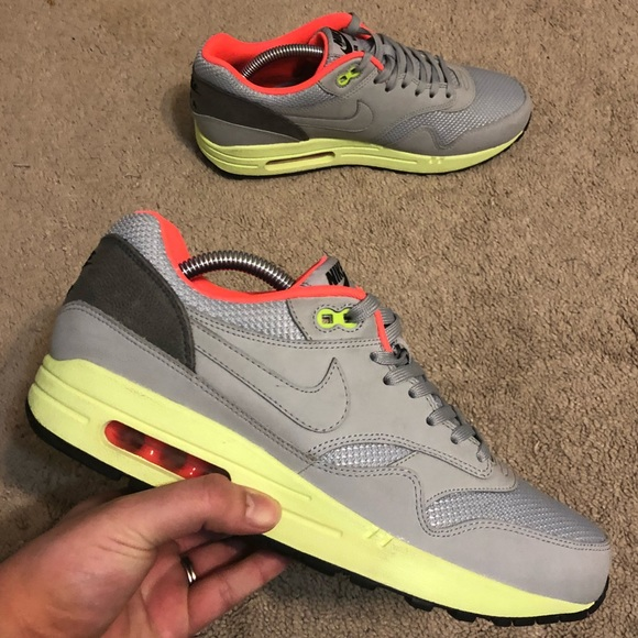 3c8c92c79ef91 Air Max 1 FB Yeezy Shoes Mens size 9 grey neon. M 5af087558df4701aab60525d